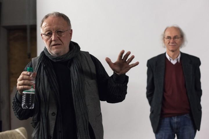Gerd Ludwig zu Besuch in der OKS, im Hintergrund Moderator Enno Kaufhold, Foto: Stefan Hähnel