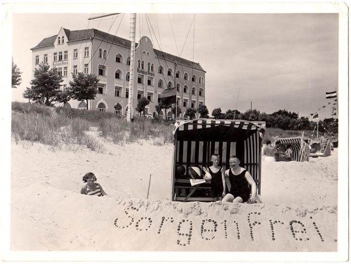 """Binz. Gruppenbild Fotografie, anonymes Privatalbum, handschriftlich """"Binz 13.-28. Juni 1931"""""""