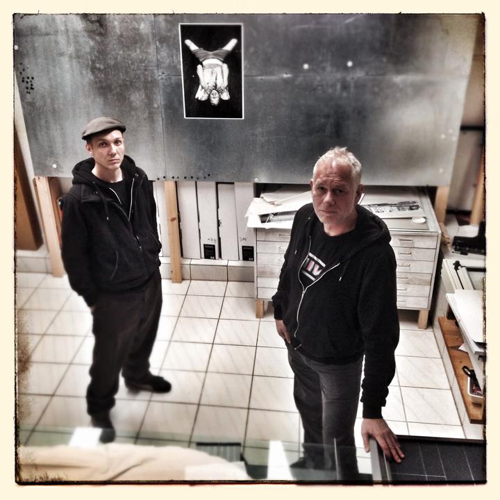 Fotograf Alexander Janetzko (li) und Bildredakteur Andi Kunze (re) feat. Gerdy Zint (Foto).