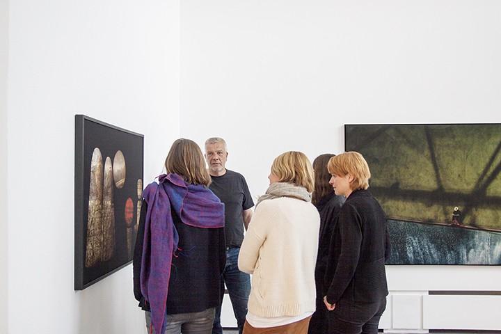 Im Gespräch mit Ludwig Rauch in der Ausstellung Nothing true at all, Kunstraum Potsdam
