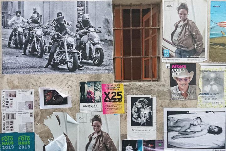 Freiluft Fotoausstellung an einer Häuserwand in Arles 2019, Foto: Robert Rausch